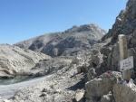 Po dlouhém stoupání jsme na hřebeni a vidíme Matrashaus u vrcholu. Čeká nás ještě chvíle chůze po mírném hřebeni, což zvládáme celkem v pohodě.