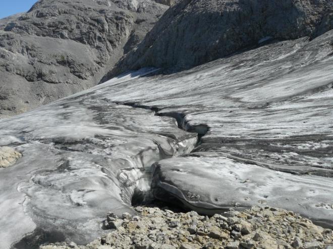 Malý zbytek ledovce nám posloužil jako nouzový zdroj tekutin, které za teplého počasí celkem rychle docházely. Voda odtud myslím nebyla zas tak špatná.