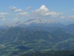 Masiv Dachsteinu (někde před ním i Bischofsmütze) a vzpomínka na letošní červenec ...