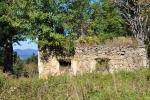 Další z ruin je z bývalé vísky Květná.