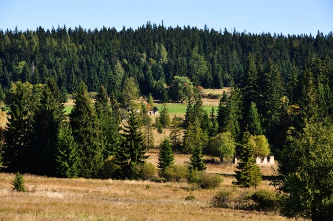 Kamenitý vrch leží na druhé straně naší cesty, směrem k Ondřejovu.