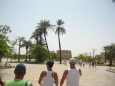 Před chrámem