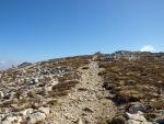 tohle je uz lepsí cesta, kupa na jednom ze tří vrcholů Gigilosu