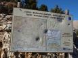 takhle vypadají skoro všechny cedule v horách po celé Krétě, všichni vesničané mají brokovnice, ale nemají co střílet ... není tam skoro žádná zvěř, kromě koz a ovcí