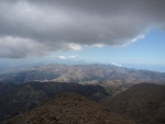 jižní pobřeží a vzdau vykukující Psiloritis, hory ve střední Krétě