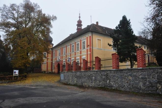 Zámeček v Česticích.