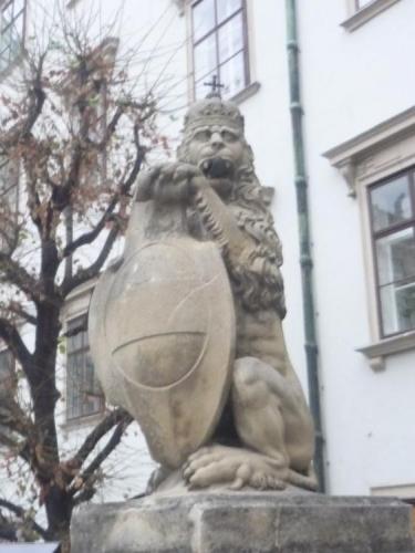 Lev se štítem