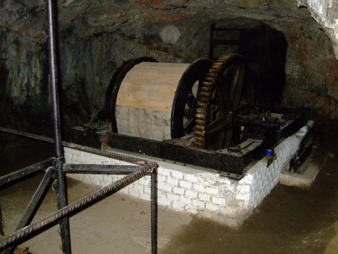 těžní stroj - pod námi jsou ještě tři patra, ale bohužel zaplavená