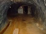 část chodby slouží dodnes jako sklad trhavin pro vápencový lom Mořina