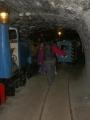 Hlavním tunelem vedou dokonce dvě koleje a mají tam vystaven i sanitní vagón (vepředu).