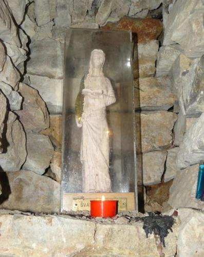 Svatá Barbora ve štole nyní místo horníků chrání návštěvníky. Prý je to magický dárek od Metrostavu.