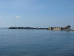přístavní pevnost Kales z dob Benátčanů, pozdeji opravená Turky