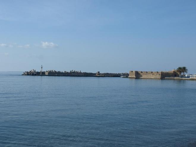 přístavní pevnost Kales z dob Benátčanů, později opravená Turky