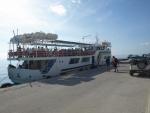 loď vozící turisty na Chrisi, cesta s ní trvá asi hodinu