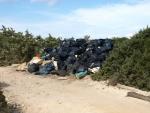 odpadky se na ostrově nemají nechávat ....