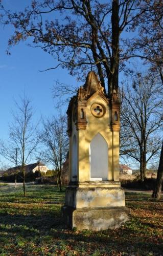 Sakrální památka u Svinětic.