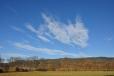 Pohled k Jelenímu vrchu s atraktivním mrakem.