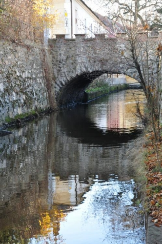 Mlýnská stoka s mostem.