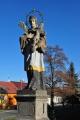 Sochou svatého Jana Nepomuckého.