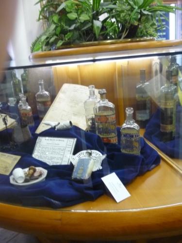 Nejstarší vyrobená flaštička s Becherovkou (součást expozice)