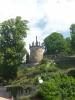 Vyhlídka na věž v sadech Jeanna de Carro (vlevo kousek Vily Lützow)
