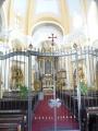 Interiér kostela s hlavním oltářem