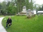 Miniatura hradu Karlštejn s mojí maličkostí v životní velikosti