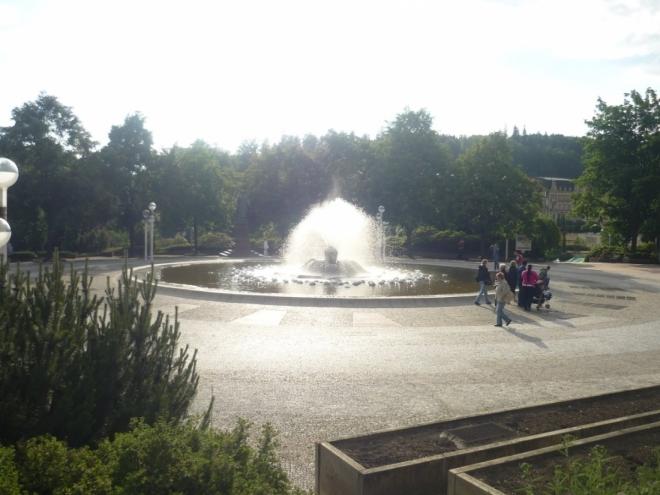 Zpívající fontána se západem slunce