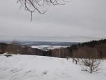 Výhled z Novohradských hor dolů do nížin, kde už sníh skoro roztál. (Radim)