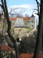 Prohlédnout mezi stromy lze až k Černé bráně, která umožňuje přístup k zámku od náměstí.