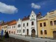 Zajímavostí je, že domy kolem náměstí mají gotické základy a stojí na původních parcelách.