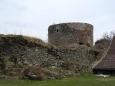 Před ním stojí za pozornost i samostatné opevnění, Haselburg. Jde o předsunutou dělostřeleckou baštu převyšující hrad a měla chránit jeho nepříliš dobrou polohu. Vznikla někdy kolem roku 1480 a spolu s opevněním hradu a města měla řešit obranu Vimperka.