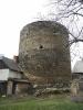 Bašta byla původně obehnána příkopem a opevněna dvojitými hradbami. Celek měl protáhlý tvar s masivní obvodovou hradbou. Do ní je na vstupní straně postavena bytelná okrouhlá věž.