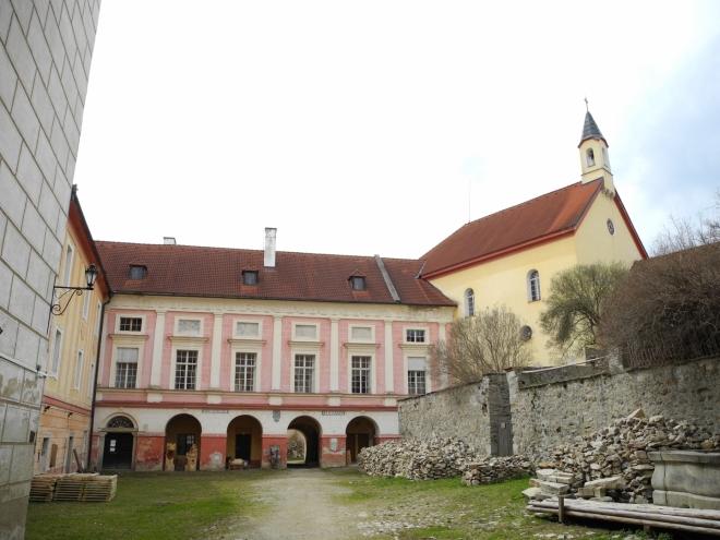 Horní nádvoří zámku.