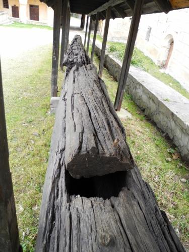 Výše zmíněný dřevěný vodovod je dnes již jen zajímavou atrakcí.