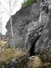 Poničení jeskyně pochází z těžby vápence a tak dnes 15m dlouhá chodba končí na obou stranách v malém lomu.