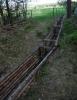 Od nádrže vedou hned dva vodní kanály. Tento míří k dřevařskému závodu v Žernové.