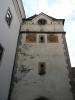 Nežárecká brána je částí středověkého městského opevnění. Z původních tří městských bran se zachovala tato jediná, dříve nazývaná Linecká. Původní středověká brána o dvou gotických patrech byla rozšířena při výstavbě přilehlé budovy semináře o další, pozdně renesanční patro s klíčovými střílnami a sedlovou střechou. Na počátku 19. století vznikl ještě nástavec trojúhelníkového štítku, do něhož byly umístěny ciferníky hodin. V roce 1879 byly v bráně instalovány věžní hodiny jindřichohradeckého hodináře Martina Rezka.