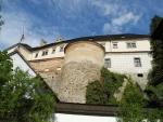Po dalším rozšíření hradu v 15. století doznalo ve století následujícím sídlo pánů z Hradce nejrozsáhlejších stavebních úprav. Původní středověký hrad byl rozšířen o honosný renesanční zámek s velkými a malými arkádami a rondelem, který je vrcholným dílem mistrného italského renesančního stavitelství.