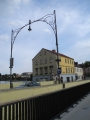 Jindřichův Hradec byl od roku 1886, kdy se zde zřídila Křižíkova elektrárna v budově bývalého vodního mlýna, první městem s veřejným osvětlením ulic, zámku i bytů.