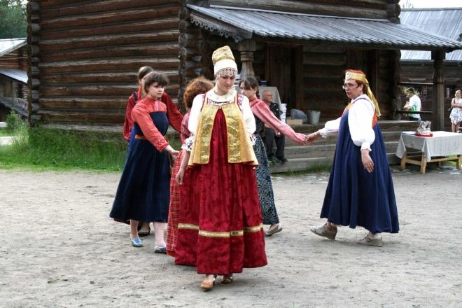 Tanec v místních krojích