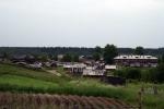 Nějak takhle vypadaly vesnice, které jsme míjeli