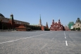 Rudé náměstí od chrámu Vasilije Blaženého - zhruba veprostřed Historické muzeum, vpravo od něho Voskresenská brána