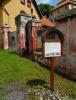Ve Lčovicích (říká se v Elčovicích) stojí zámek starodávného založení.