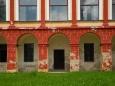 Dnes je zámek v soukromých rukách a stále čeká na rekonstrukci.