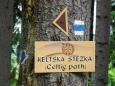 Keltská stezka míří z Kubovy Hutě do Lčovic kolem Mařského vrchu.