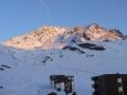 Podvečerně osvětlený masiv hory Péclet