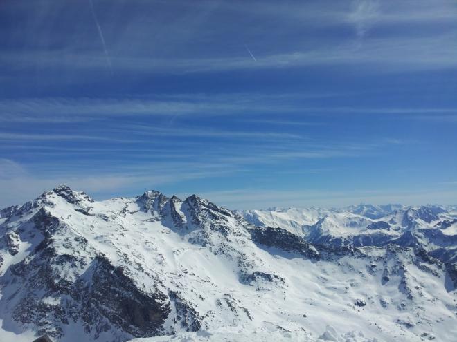 Pohled z vrcholu Cime Caron na okolní hory