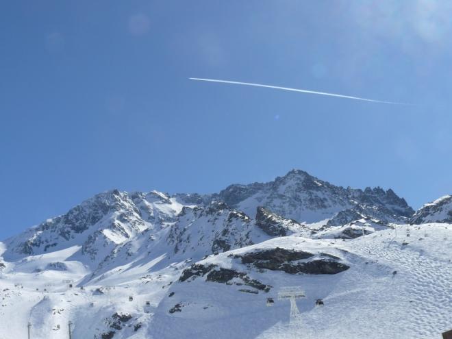 Pohled na Péclet z lyžařského centra Val Thorens