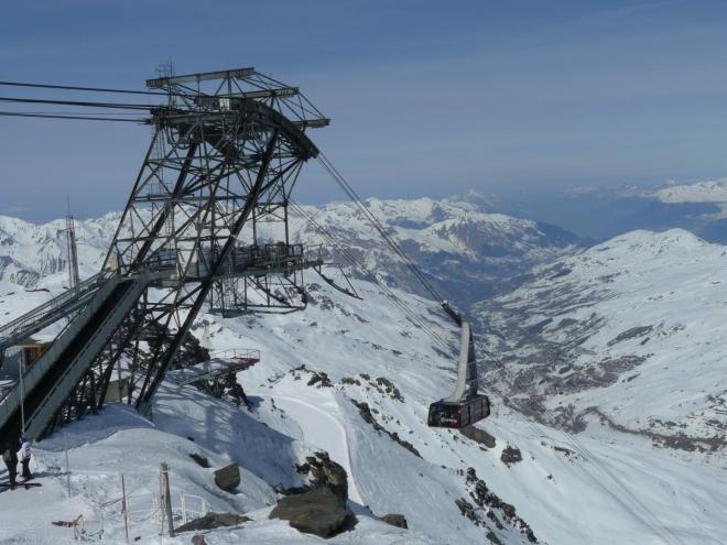 Konec lanovky vedoucí na vrchol Cime Caron